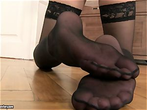 Jessica Koks wearing a luxurious ebony pantyhose