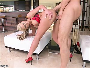 buxom Phoenix Marie likes getting her cooter ravaged