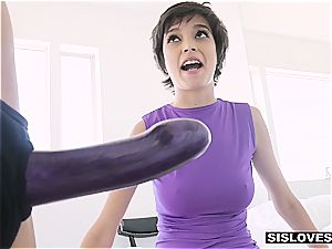 lil' hottie wants her cootchie munched by step sis
