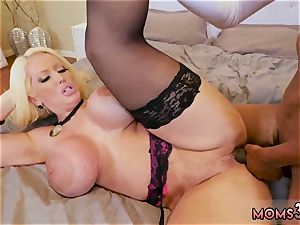 lean black-haired cougar masturbation very first time mummy bangs The Gardener