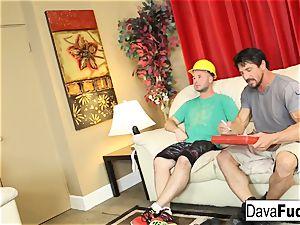 Dava and Ava tear up their handymen
