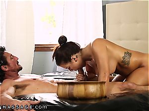 humungous boobed Keisha Grey knows how to treat two dicks at a time