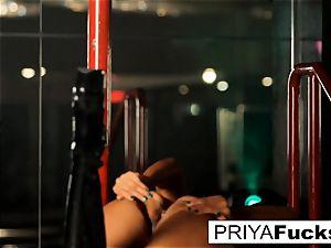 undress club performance by Indian hottie Priya Rai