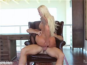 tatted cutie Nina Elle urgently needs an ejaculation