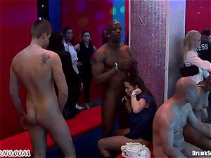 Mass porno fucky-fucky in a striptease bar