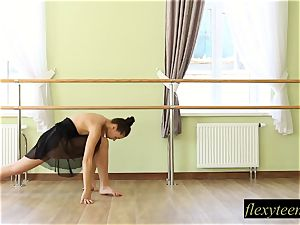 mind-blowing girl Regina does gymnastic acting