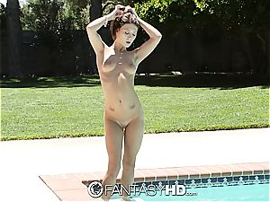 Pretty nubile gets an eyeshot from the pool stud