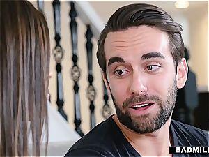Ella Knox wants her Stepmom's boy fucktoy