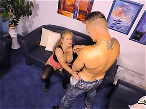 HAUSFRAU FICKEN - big-chested German mature gets jizm on bosoms