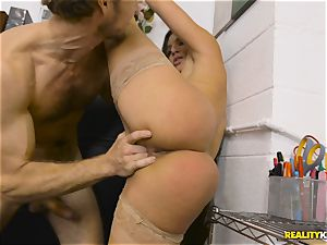 Abella Danger is bored at work and thirsts knob