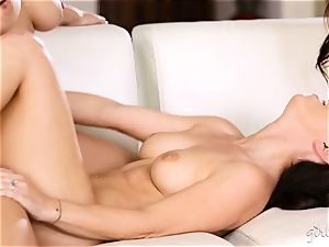 Chanel Preston 3some with her women