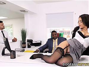 dark-hued Immigration Officer Wants Valentina Nappi's bootie