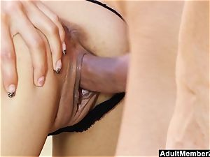 Pouding Ferrara Gomez And cumming On Her feet