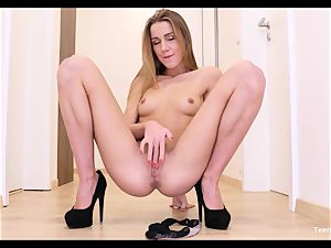 first-timer nubile Alexis Crystal Solo Finger snatch